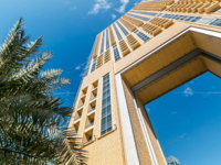 ОАЭ. Yellow Luxurious Residence and Business Buildings with arch timelapse in Dubai Marina, UAE. Фото neiezhmakov - Depositphotos