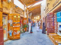 Walk the narrow old alley of Utensil Souq section of Grand Souq Deira with many small stores and stalls, offering utensils. Фото efesenko - Depositphotos