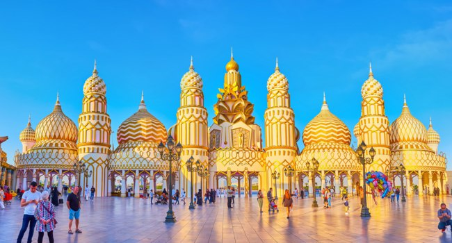 ОАЭ. Дубай. Panorama of the Gate of the World in Global Village Dubai, decorated with Oriental towers, covered with gilt relief patterns in Dubai. Фото efesenko-Dep