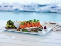 Клуб путешествий Павла Аксенова. Jumeirah Beach Hotel. Waterfront -pen faced Smoked salmon capers cottage cheese and avocado salsa