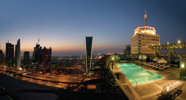 ОАЭ. Дубай. Jumeirah Living World Trade Centre Residences- Swimming Pool and City Shot