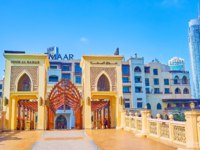 The walk in Downtown district and enjoy magnificent combination of traditional Arabic and modern architectural styles in Dubai. Фото efesenko - Depositphotos