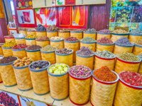 The Spice Souq section of Grand Souq Deira is popular for wide range of spices, Eastern herbs, flower tea of petals, dried fruits. Фото efesenko - Dep