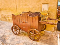 Дубай. The vintage food cart with spices, nuts, hibiscus tea, cinnamon and weighing scale, Al Fahidi, Dubai, UAE. Фото efesenko - Dep