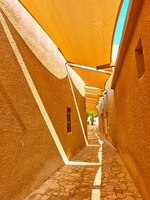 Perspective of traditional arabian street with fabric awnings in Al Fahidi Historical Neighbourhood in Old Dubai, UAE. Фото Zoooom - Deposit