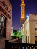 ОАЭ. Дубай. Квартал Бастакия. Night view of the streets of the old Arab city Dubai UAE. Фото Observer - Depositphotos