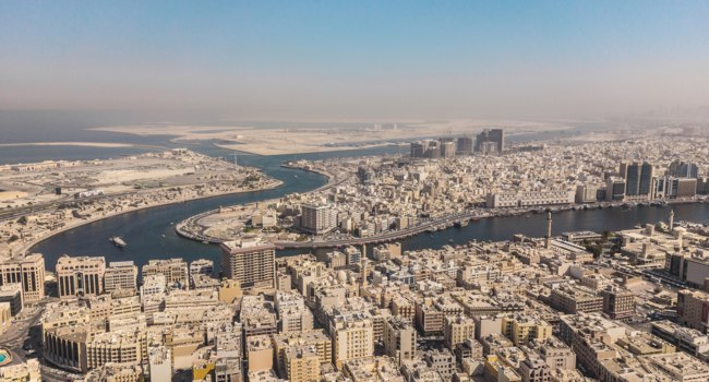 ОАЭ. Дубай. Канал Крик. Aerial view of Dubai Creek, districts of Bur Dubai and Deira. Фото a_medvedkov - Depositphotos