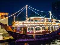 ОАЭ. Дубай. Канал Крик. Dhow Cruise Dinner Dubai. UAE. Фото nathar21 - Depositphotos