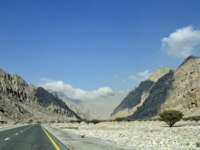 ОАЭ. Рас-эль-Хайма. Хаджарские горы. Road to Jais Mountains, Jebel Jais, Ras Al Khaimah, UAE. Фото PHOTOLOHI - Depositphotos