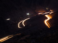 ОАЭ. Рас-эль-Хайма. Хаджарские горы. Light trails on Jabal Jais mountain road at night. Фото CreativeFamily - Depositphotos