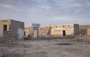 Клуб путешествий Павла Аксенова. ОАЭ. Рас-эль-Хайма. Old abandoned village in Ras Al Khaimah. Фото katiekk - Depositphotos