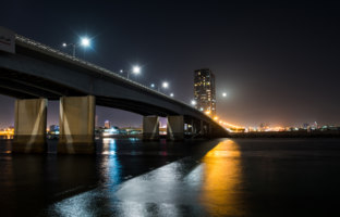 Клуб путешествий Павла Аксенова. ОАЭ. Рас-эль-Хайма. Night view of Ras al Khaimah creek in UAE. Фото CreativeFamily - Depositphotos