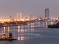 Клуб путешествий Павла Аксенова. ОАЭ. Рас-эль-Хайма. Ras Al Khaimah creek at dusk. Фото philipus - Depositphotos