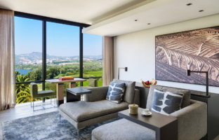 Клуб путешествий Павла Аксенова. Португалия.  Six Senses Douro Valley. Quinta Panorama Suite living room