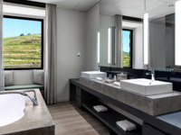 Клуб путешествий Павла Аксенова. Португалия.  Six Senses Douro Valley. Quinta Courtyard Suitebathroom