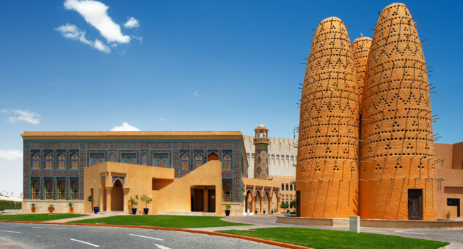 Катар. Katara is a cultural village in Doha, Qatar. Фото Sophie_James - Depositphotos