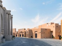 "Катар. Доха. Этнографическая деревня ""Катара"". Katara Cultural village with multi purpose hall amphitheater, Doha, Qatar. Фото canyalcin - Depositphotos"