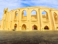 "Катар. Доха. Этнографическая деревня ""Катара"". Katara Amphitheatre a classical Greek theatre in Katara Village in Doha, Qatar. Фото bennymarty - Depositphotos"