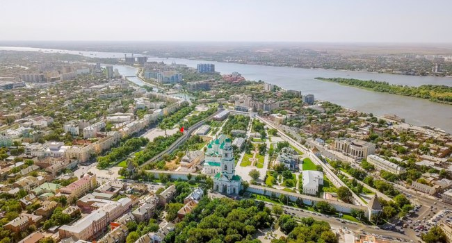 Россия. Панорама Астраханского кремля. Aerial view of the Astrakhan Kremlin, historical and architectural complex. Astrakhan. Фото MaykovNikita - Depositphotos