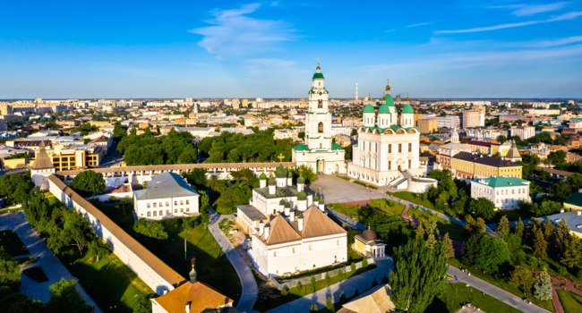 Астрахань. Панорама центральной части города. Aerial view of the Dormition Cathedral within the Astrakhan Kremlin. Фото Leonid_Andronov - Depositphotos