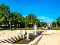 Россия. Фонтаны в центре Астрахани. Fountain in the city centre of Astrakhan, Russian Federation. Фото Leonid_Andronov - Depositphotos