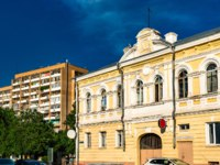 Россия. Архитектура Астрахани. Buildings in the city centre of Astrakhan, Russian Federation. Фото Leonid_Andronov - Depositphotos
