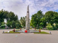 Россия. Памятники Астрахани. Obelisk and eternal flame in memory of the dead in World War II in Park Fraternal Garden. Фото ElenaOdareeva - Depositphotos