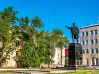 Россия. Памятники Астрахани. Monument of Kirov in Astrakhan, Russia. Фото Leonid_Andronov - Depositphotos