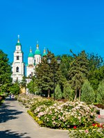 Россия. Успенский собор Астраханского кремля. Ascension Cathedral and Bell Tower of the Kremlin in Astrakhan, Russia. Фото Leonid_Andronov - Depositphotos