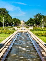 Россия. Фонтаны в центре Астрахани. Fountain in the centre of Astrakhan, Russia. Фото Leonid_Andronov - Depositphotos