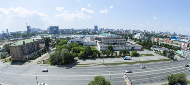 Клуб путешествий Павла Аксенова. Россия. Панорама Челбинска. City, view from afar, shopping center, Chelyabinsk. Russia. Фото natali_dtry - Depositphotos