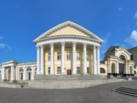 Россия. Архитектура Екатеринбурга. Panorama of the main facade of Rastorguyev-Kharitonov Palace in Yekaterinburg, Russia. Фото markovskiy - Depositphotos