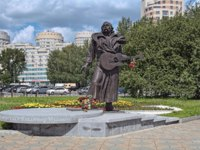 Памятники Екатеринбурга. Monument to Vladimir Mulyavin, a Belarusian rock musician and the founder of the folk-rock band Pesniary. Фото markovskiy-Deposit