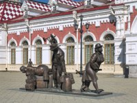 Monument to passengers in front of the Old railway station building. The monument by sculptors Y.Krylov and A.Koroteev was installed in 2006. Фото markovskiy-Deposit