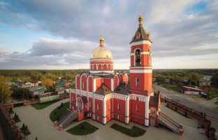 Золотое кольцо России. Александров. Aerial view of the Trinity church in Karabanovo near Alexandrov in Russia. Фото wastesoul - Depositphotos