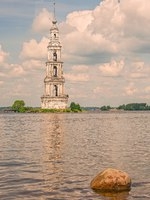 Калязин. The Kalyazin Bell Tower (Flooded Belfry), part of the flooded monastery of St. Nicholas over the waters of the Uglich Reservoir on the Volga. Фото VIKVAD-Dep