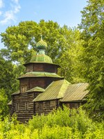 Кострома. Wooden architecture, the Church of Elijah the Prophet (late 18th century - early 19th century), Sloboda Kostroma, Russia. Фото ysushok - Depositphotos