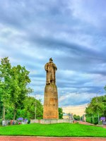 Золотое кольцо России. Кострома. Monument to Ivan Susanin in Kostroma, the Golden Ring of Russia. Фото Leonid_Andronov - Depositphotos