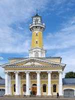 Золотое кольцо России. Кострома. Old historical architecture - Fire tower in Kostroma city, Russian province. Фото sinat - Depositphotos