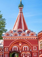 Золотое кольцо России. Кострома. Carved elegant porch of old Russian Orthodox church in Kostroma. Фото IrinaDance - Depositphotos
