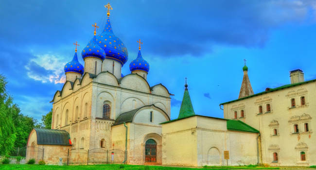 Золотое кольцо России. Суздаль. The Cathedral of the Nativity of the Theotokos at the Suzdal Kremlin, the Golden Ring of Russia. Фото Leonid_Andronov - Deposit