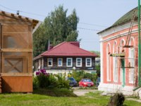 Россия. Переславль-Залесский. Historical center of Pereslavl-Zalessky old house. Every year about 300 thousand tourists visit the city. Фото IrinaPups-Deposit
