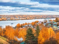Золотое кольцо России. Плес. View from the Cathedral Mountain to the city of autumn Plyos Varvara Church and the Volga River. Фото yulenochekk - Depositphotos