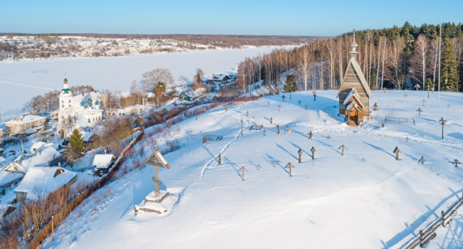 Россия. Плес. Town of Plyos on the banks of the Volga river. Aerial winter view on the wooden Church of the Resurrection. Фото mike_laptev-Dep