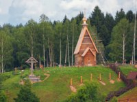 Золотое кольцо России. Плес. Wooden Church of the Resurrection on the mountain of Levitan. Plyos, Ivanovo Oblast, Russia. Фото ndenisov - Depositphotos