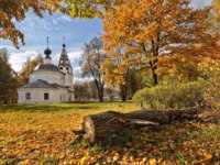 Золотое кольцо России. Плес. Golden Autumn on Cathedral Hill in Ples in Ivanovo region. Фото yulenochekk - Depositphotos