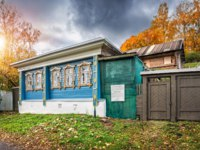 Золотое кольцо России. Плес. House Nikanor Vekshin on Yurievskaya street in the autumn Plyos. Фото yulenochekk - Depositphotos