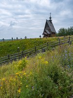 Золотое кольцо России. Плес. Wooden Resurrection Church in Plyos on a cloudy summer day, Russia. Фото svn48 - Depositphotos