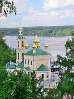 Золотое кольцо России. Плес. Church of the Resurrection over river Volga. Plyos, Russia. Фото stoyanova - Depositphotos
