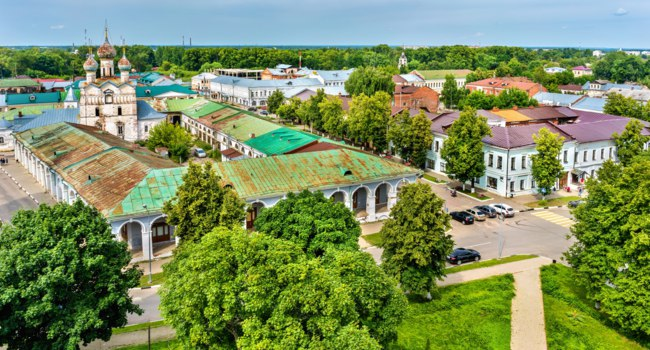 Россия. Ростов Великий. Торговые ряды. View of Gostiny dvor in Rostov, the Golden Ring of Russia. Фото Leonid_Andronov - Depositphotos